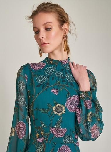 Monamoda Çiçek Desenli Sırt Detaylı Elbise Yeşil